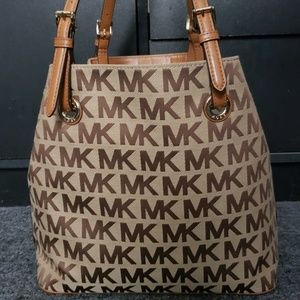 Michael kors Signature  Jet Set Handbag